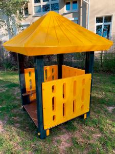 Gelbes Spielhaus für Kinder